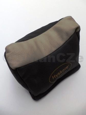 střelecký vak - HYSKORE Universal Leather Rest Bag - Filled HYSKORE Universal Leather Rest Bag ITEM: 30171 Šedočerné provedeníUniversální kožený vak pro opěru pažby při střelběz dlouhé zbraně. Plněný plastickou směsí