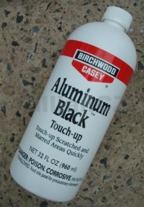 černící přípravek pro hliník - Aluminum Black® Touch-up 960ml Aluminum Black® Touch-up960ml plastová lahev (32 fl .oz)ITEM: 15132 -PAB - QTAluminum Black je chemický přípravek k černění hliníku a jeho slitin zastudena.Velice rychle a čistě skrývá škrábance