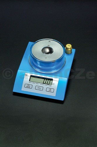 ELEKTRONICKÁ VÁHA DILLON -TERMINATOR ELEKTRONICKÁ VÁHA D-TERMINATORVáživost 900 grainů/57 gramůPřesnost +- 0.1 gr/0.01 gNapájení: čtyři ks článků typu AA (přiloženy) nebo AC/DC adaptérMožnost extrerní kalibrace pomocí přiloženého závaží (50 g)