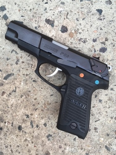 Pistole RUGER P 89 9mm RUGER P89 9 mm LugerSamonabíjecí pistole s lehkým rámem