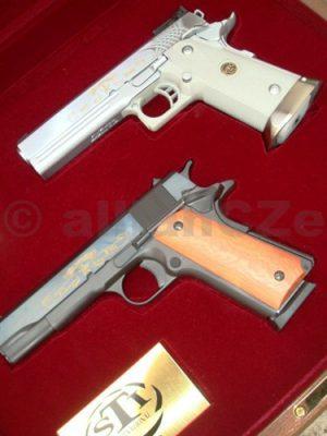 """Pistole STI 100th ANNIVERSARY Combo """"1911"""" + """"2011"""" .45ACP Pistole STI 100th ANNIVERSARY Combo """"1911"""" + """"2011"""" .45ACP setVýroční set dvou krátkých zbraní v ráži .45 ACP"""