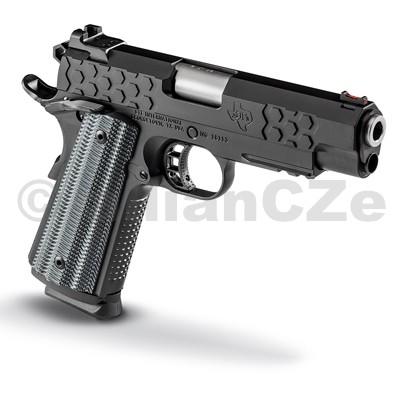 """Pistole STI HEX Tactical DS 5.0"""" .45 ACP  """"2011"""" STI HEX Tactical DS 4.0"""" / 2011  ráže: .45ACP   Sportovně taktická lehká pistole s povrchovou černouúpravou CeraKote a designu HEX (podle hlavic hexových šroubů)v 4"""" délce a v ráži 45 ACP. Spolehlivá a přesná"""