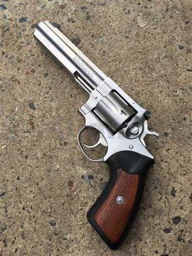 Revolver RUGER .357 MAGNUM - KOMISE Revolver - komisní prodej - použitý perfektní stav - bez poškození - původní baleníRUGER .357 MAGNUMProdej na ZP !