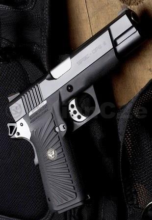 """Pistole Wilson Combat Spec-Ops 9 9mm Luger """"2011"""" Wilson Combat Spec-Ops 9 9mm LugerLehká luxusní bojová pistole od Wilson Combat v ráži 9x19. Kombinace polyméru a """"karbonové"""" oceli v precizním kabátě pro každodení použití. Tímto """"strojem"""" získáte nejen kvalitní a vzhledově jedinečnou zbraň konstrukce 1911 s dvouřadým zásobníkem na 16 ran"""