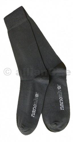 NANOSILVER zdravotní ponožky Antibakteriální ponožky s obsahem stříbra nanosilver.Klasické tenké celoroční ponožky se zdravotním lemem. Tato volnější guma zabraňuje nepříjemným otlakům.Vhodné pro jakékoliv běžné každodenní nošení.Složení: 55% bavlna - 30% nanoPES - 15% elastan